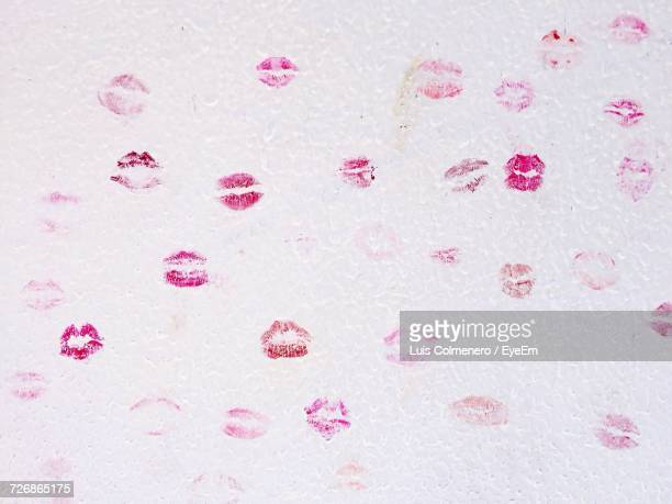 lipstick kisses on wall - pink lipstick stock photos and pictures