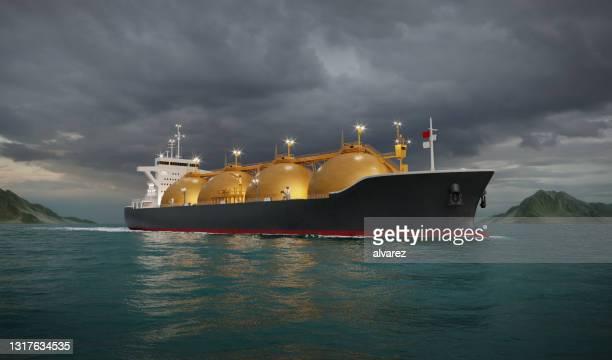 海の液化天然ガスタンカー船 - 液化天然ガス ストックフォトと画像