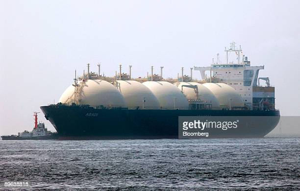 A liquefiednaturalgas tanker leaves a berth in Yokohama City Kanagawa Prefecture Japan on Saturday June 20 2009 The world LNG market is likely to...