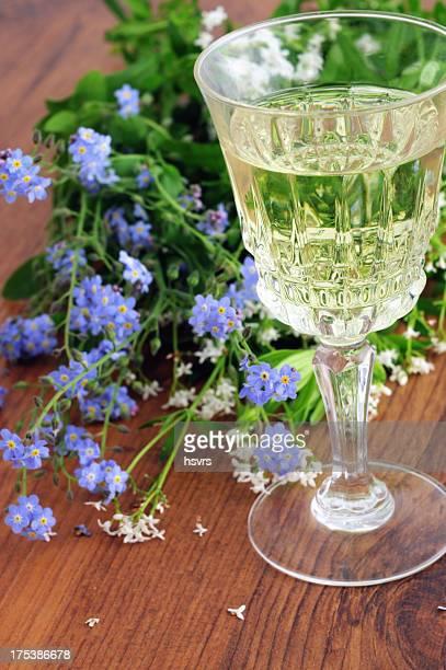 Likörglas süße woodruff punch (Galium odoratum)