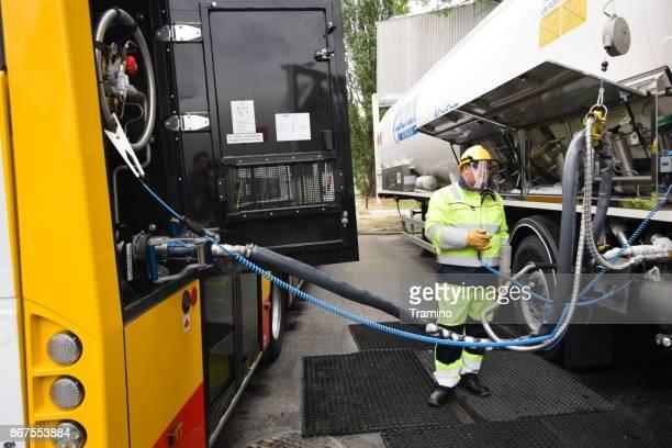 液体メタン給油、モバイル充填駅 - 液化天然ガス ストックフォトと画像