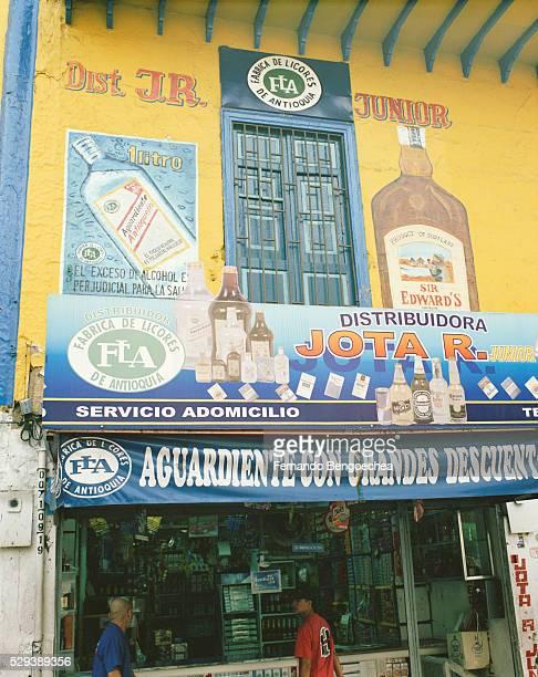 liquor store - fernando bengoechea stock pictures, royalty-free photos & images