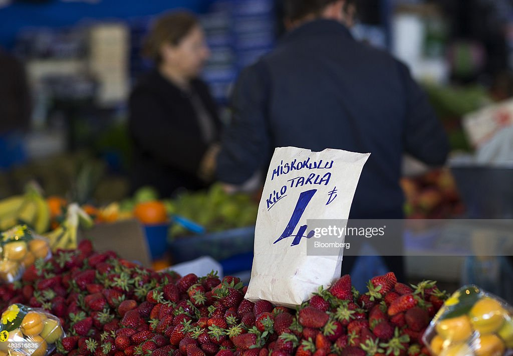 A lira price sign stands on a display of strawberries for sale at a stall in the Yesilkoy street market in Istanbul, Turkey, on Wednesday, April 9, 2014. Turkish central bank Governor Erdem Basci indicated to analysts in London on April 3 that he planned to keep monetary policy tight to control inflation. Photographer: Kerim Okten/Bloomberg via Getty Images