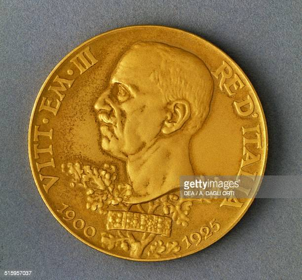 100 lire gold coin also known as Vetta d'Italia celebrating the 25 years of the reign of Victor Emmanuel IIII obverse Italy 20th century Padova Musei...