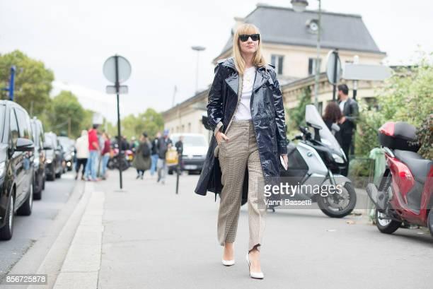 Lisa Aiken arrives at the Giambattista Valli show wearing a Stella McCartney coat during Paris Fashion Week Womenswear SS18 on October 2 2017 in...