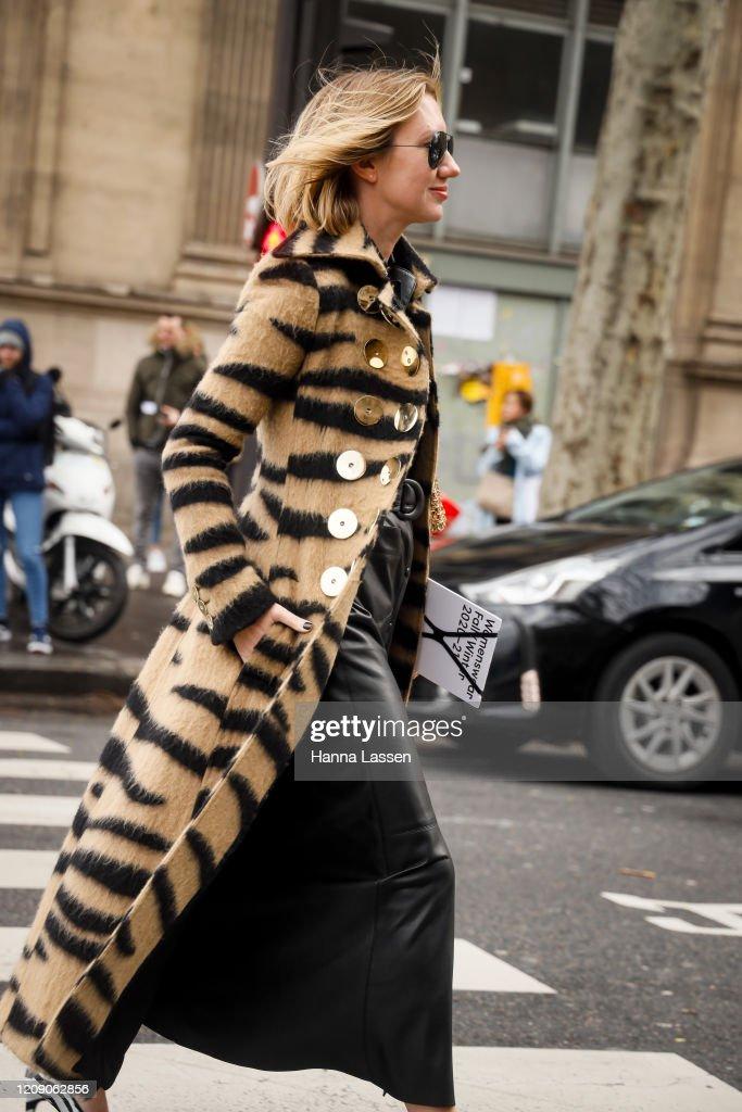 Street Style  - Paris Fashion Week - Womenswear Fall/Winter 2020/2021 : Day Four : News Photo