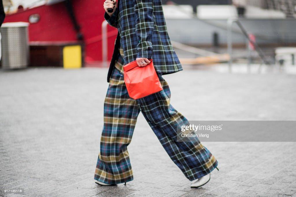 Street Style - New York Fashion Week February 2018 - Day 4 : News Photo