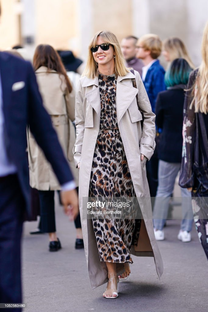 Street Style : Paris Fashion Week Womenswear Spring/Summer 2019 : Day Six : Photo d'actualité