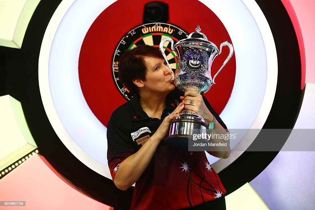 BDO Lakeside World Professional Darts Championships - Day Eight : News Photo