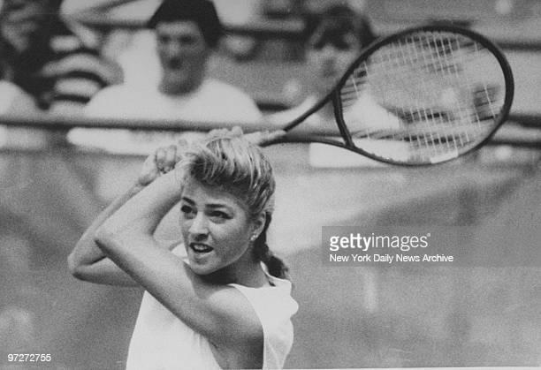 Lisa Bonder plays Martina Navratalova in 1st set at US Open