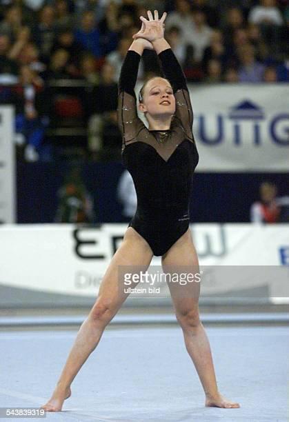 Lisa Brüggemann * Sportlerin Turnen D nach Kür im Bodenturnen Bronzemedaille DTBPokal in Stuttgart Einzelaufnahme