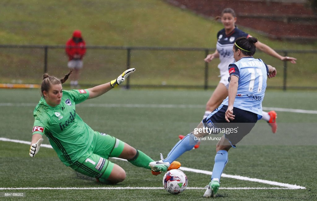 Lisa De Vanna evades Melbourne goalkeeper Casey Dumont during the round six W-League match between Sydney FC and Melbourne Victory at Cromer Park on December 2, 2017 in Sydney, Australia.
