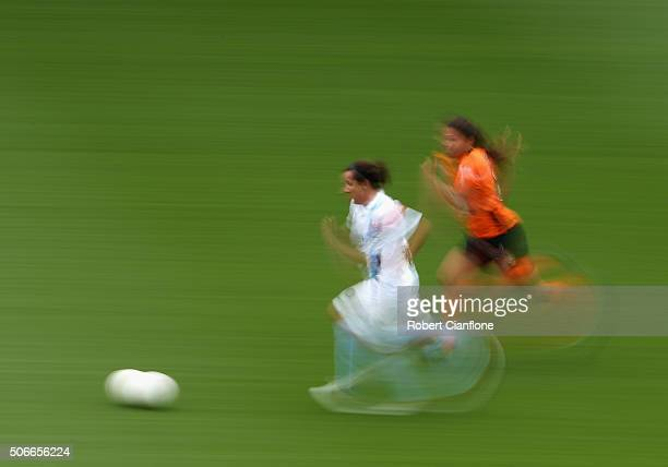 Lisa De Vanna of Melbourne City runs with the ball during the WLeague semi final match between Melbourne City FC and Brisbane Roar at AAMI Park on...