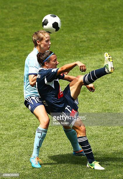 Lisa De Vanna of the Victory and Ellyse Perry of Sydney FC contest possession during the round five WLeague match between Sydney FC and the Melbourne...