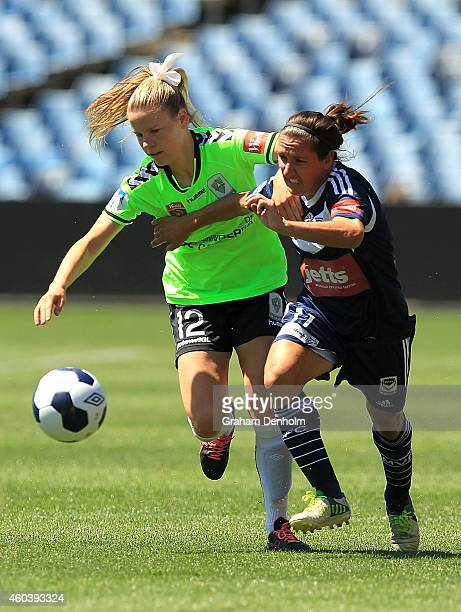 Lisa De Vanna of the Victory and Sally Rojahn of United contest the ball during the WLeague Semi Final match between Melbourne Victory and Canberra...