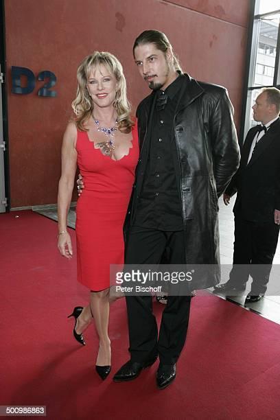 "Lisa Fitz , Freund Peter Knirsch, ZDF-Gala ""Deutscher Fernsehpreis"" , Köln, , ""Coloneum"", roter Teppich, P r e i s v e r l e i h u n g, Foyer,..."