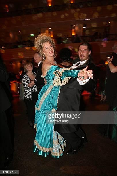Lisa Fitz Und Peter Knirsch Beim Rosenball Im Bayerischen Hof In München Am 230206