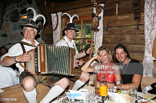 "Lisa Fitz with friend Peter Knirsch And when musicians hut Evening In ""Kraller Alm"" Of ""big border traffic"" in Leogang Saalfelden Am 230606."