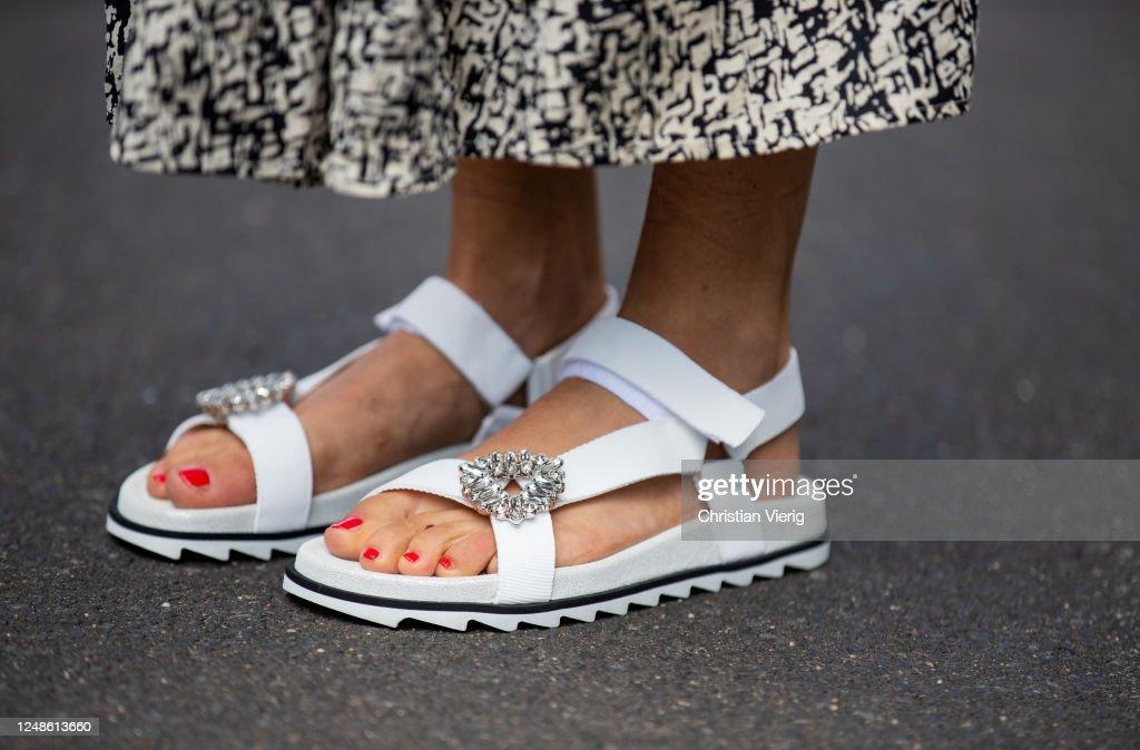 Street Style - Dusseldorf - June 9, 2020 : News Photo