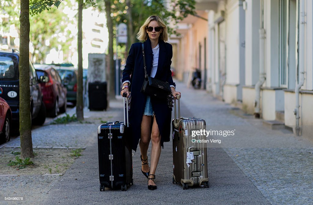 Street Style Day 1 - Mercedes-Benz Fashion Week Berlin Spring/Summer 2017 : News Photo