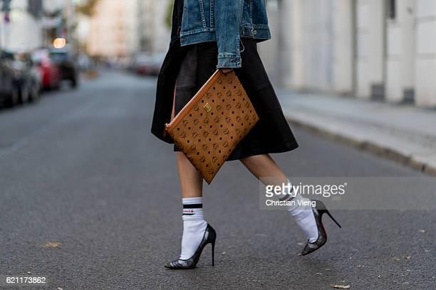 Lisa Hahnbueck wearing a navy dark blue oversized Boyfriend Denim Jacket Citizens of Humanity Wilkes, a black Set fashion leather skirt, white...