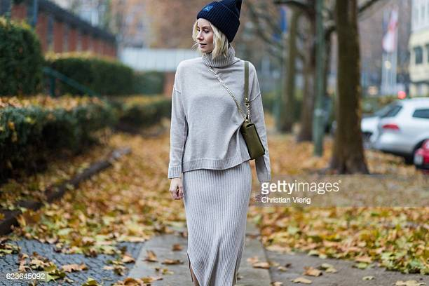 Lisa Hahnbueck wearing Allude Cashmere Turtle Neck Beige Melange Allude Cashmere Knit Skirt Beige Melange Aigner Lucy Bag in Moss Green navy Acne...