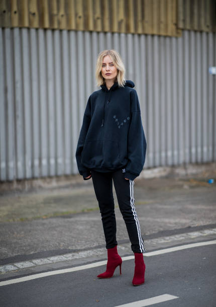 4c59542747d Lisa Hahnbueck wearing black oversized hoody