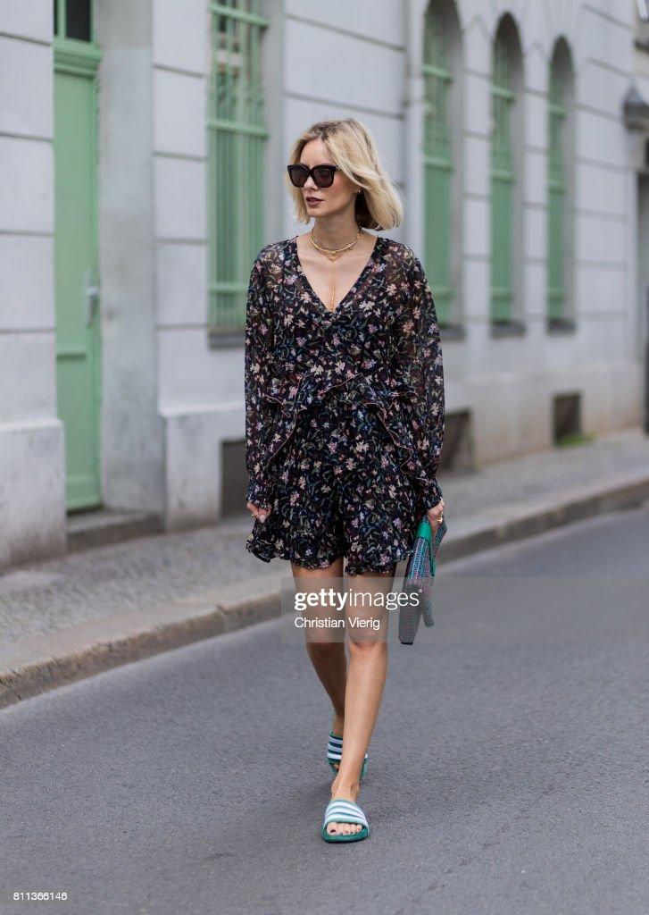 Street Style Day 5 - Mercedes-Benz Fashion Week Berlin Spring/Summer 2018 : News Photo