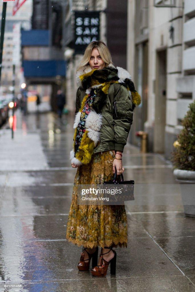 Street Style - New York Fashion Week February 2017 - Day 4 : News Photo