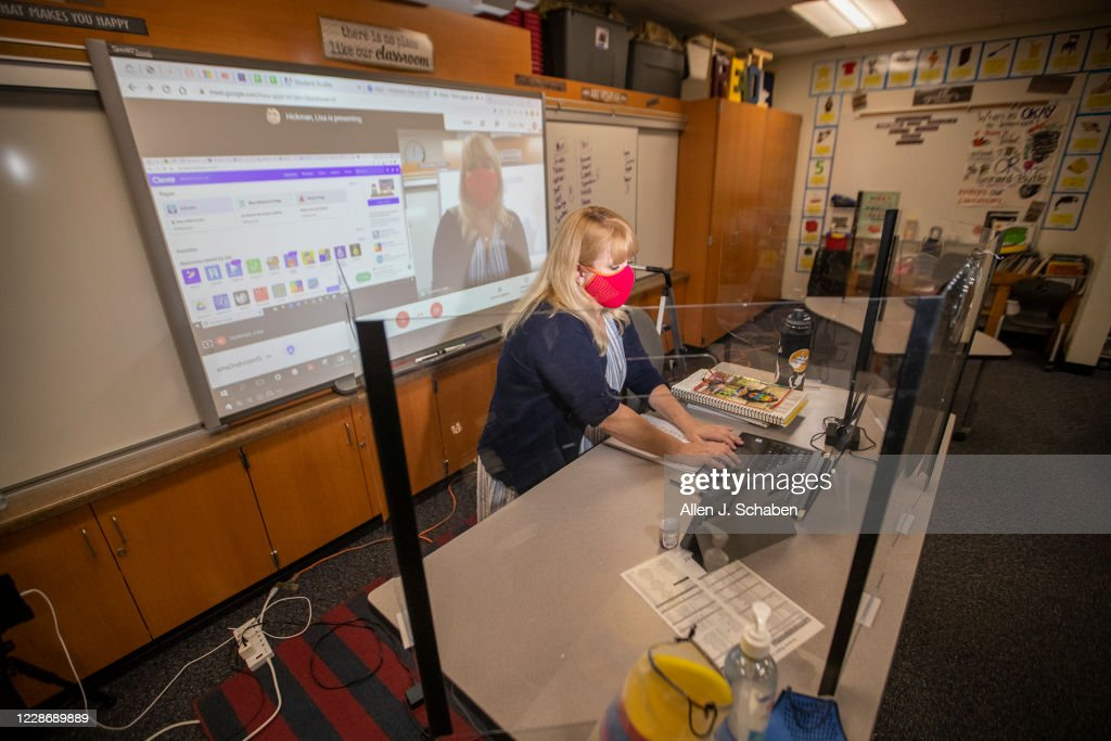 Lisa Hickman 2nd Grade Teacher At Sycamore Magnet Academy Shows How News Photo Getty Images