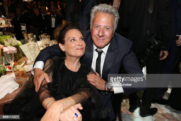 Lisa Hoffman and Dustin Hoffman attend the amfAR Gala Cannes 2017 at Hotel du CapEdenRoc on May 25 2017 in Cap d'Antibes France