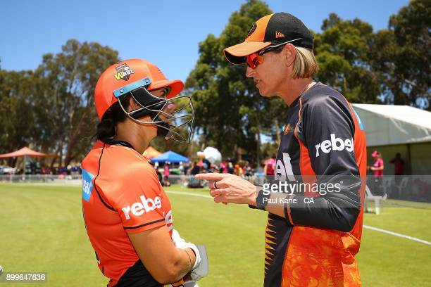 Lisa Keightley coach of the Scorchers talks with Nicole Bolton during the Women's Big Bash League match between the Sydney Sixers and the Perth...