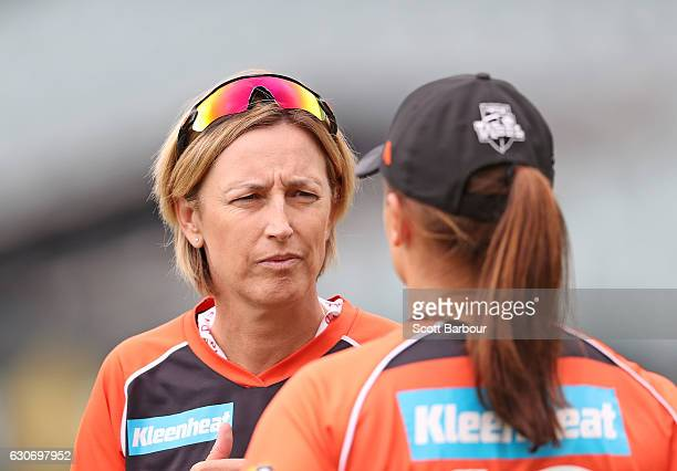 Lisa Keightley coach of the Scorchers talks with Suzie Bates captain of the Scorchers during the WBBL match between the Strikers and Scorchers at the...
