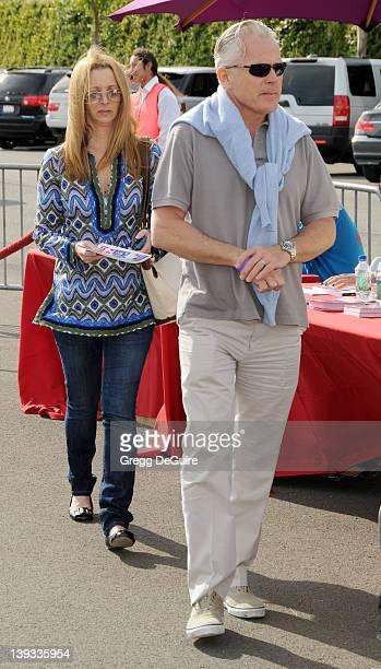 Lisa Kudrow and husband Michel Stern arrive at the Creative Arts Fair Supporting P.S. Arts at Barker Hangar at the Santa Monica Airport on November...