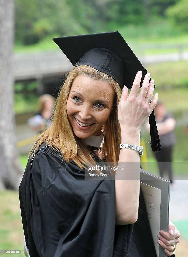 Lisa Kudrow attends the Vassar College commencement at Vassar College on May 23, 2010 in Poughkeepsie, New York.