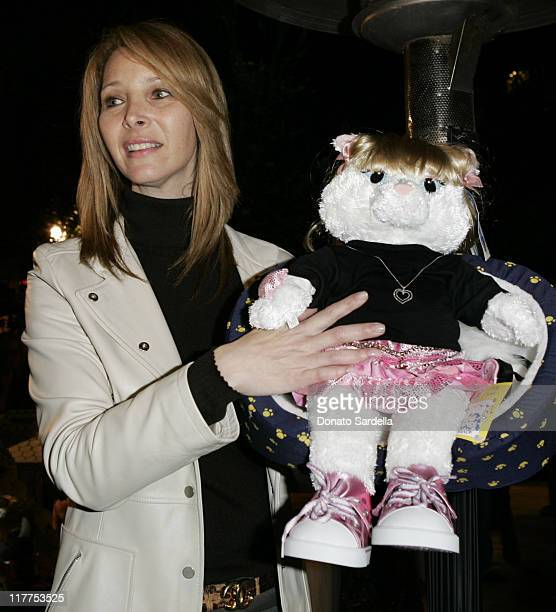 LIsa Kudrow auctioning Singing Smelly Cat Bear and Martin Katz Pendent