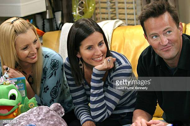 Lisa Kudrow Courteney Cox Arquette and Matthew Perry relax on the set of the hit NBC series 'Friends'during a break on one of their last shows on the...