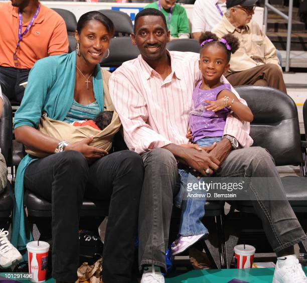 Lisa Leslie Michael Lockwood and their kids sit courtside watching the Los Angeles Sparks take on the Atlanta Dream during the WNBA game at Staples...