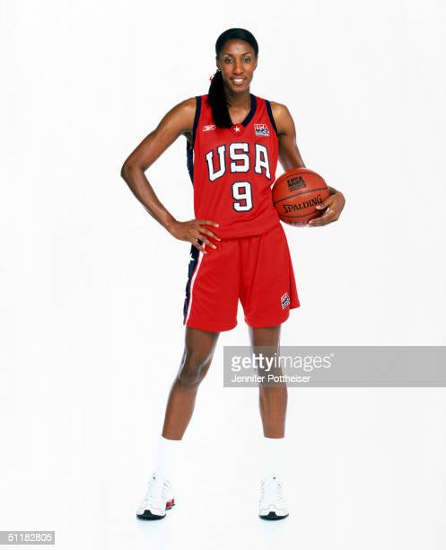 Lisa Leslie of Team USA poses for the 2004 Women's Team USA Portraits on March 23 2004 in Miami Florida NOTE TO USER User expressly acknowledges and...