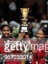 Weltmeisterschaft in Deutschland Finale USA Russland 7165 Lisa Leslie und Chamique Holdsclaw mit dem Pokal