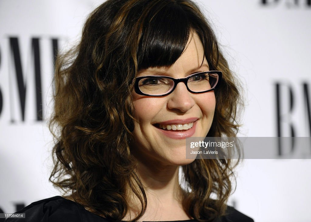 Lisa Loeb attends BMI's 58th annual Pop Awards at the Beverly Wilshire Hotel on May 18, 2010 in Beverly Hills, California.