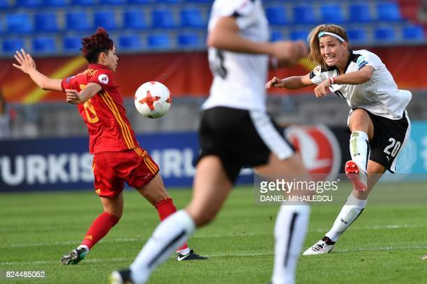 Lisa Makas of Austria vies with Amanda Sampedro of Spain during the UEFA Women's Euro 2017 quarterfinal football match between Austria and Spain at...