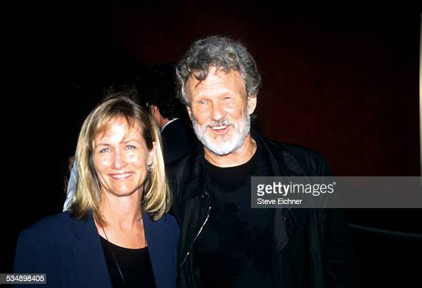 Lisa Meyers and Kris Kristofferson at premiere of 'Planet of the Apes' New York July 23 2001