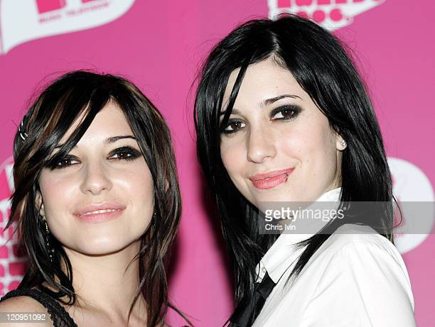 Lisa Origliasso and Jess Origliasso of The Veronicas winners of Spankin' New Artist and Video of the Year for '4Ever'