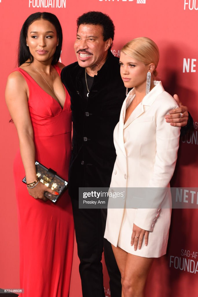 Lisa Parigi, Lionel Richie and Sofia Richie attend SAG-AFTRA Foundation Patron of the Artists Awards 2017 - Arrivals at Wallis Annenberg Center for the Performing Arts on November 9, 2017 in Beverly Hills, California.
