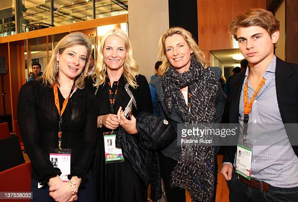 Lisa Randall of Harvard University Crown Princess MetteMarit of Norway DLDwoman chairwoman Maria Furtwaengler and Jacob Burda attend the Digital Life...