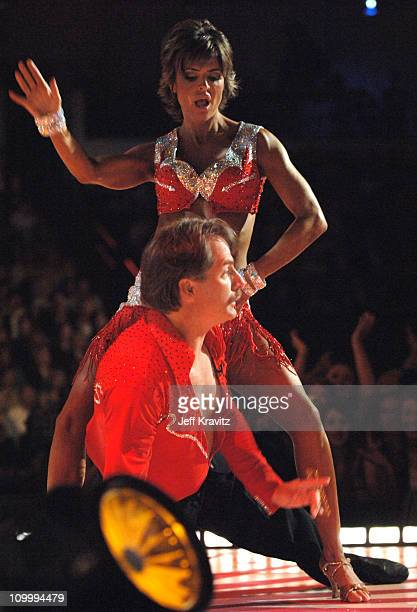 Lisa Rinna and Jeff Foxworthy host perform Line Dancing With The Stars
