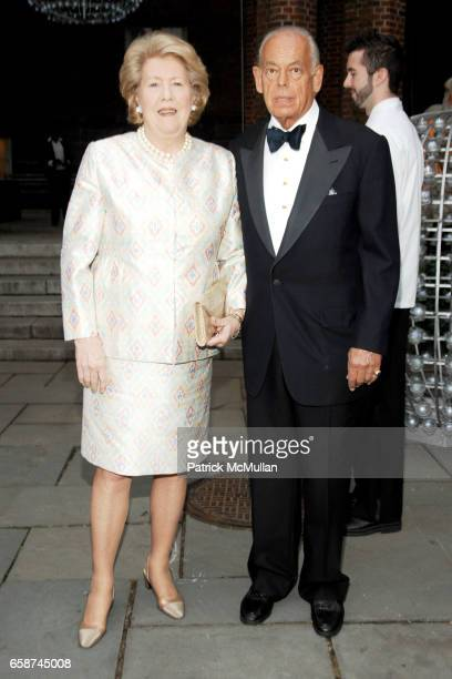 Lisa Schiff and David Schiff attend the Wildlife Conservation Society's Central Park Zoo '09 Gala at the Central Park Zoo on June 10 2009 in New York...