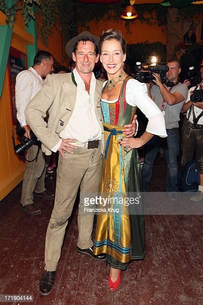 Lisa Seitz Und Ehemann Max Tidof Beim Oktoberfest Im Hippodrom Festzelt In München Am 190909