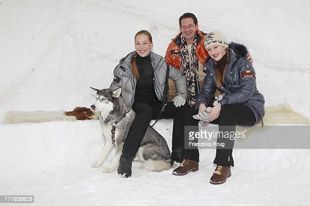 Lisa Seitz Und Ehemann Max Tidof Und Tochter Luzie Am Tag Des Rennens Beim Tirol Cross Mountain 2011 In Kühtai